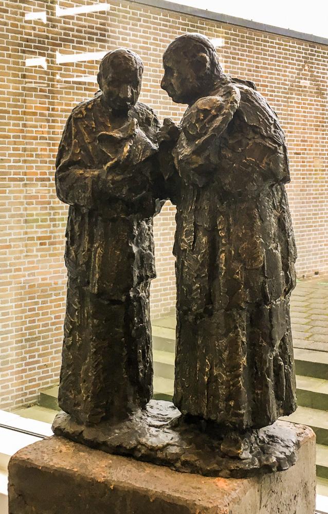 het gesprek bronzen beeld van pieter d'hont